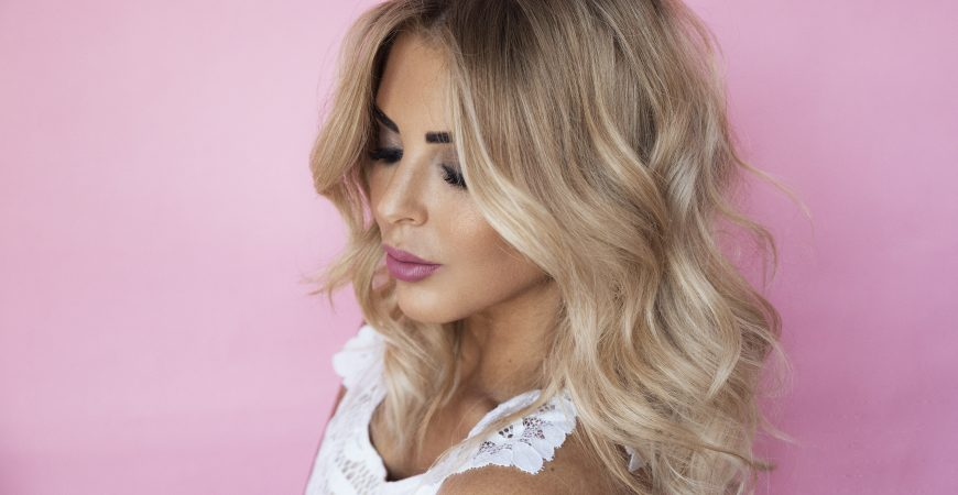 SARAH JANE YOUNG, SHEISSARAHJANE, KEVIN MURPHY, POWDER PUFF, BLONDE, BALAYAGE, HAIR HOW-TO, BEAUTY BLOGGER, GRUNGE HAIR, WAVES
