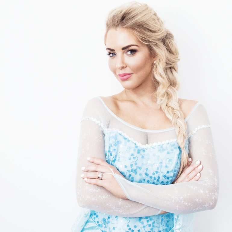 SARAH JANE YOUNG, ELSA, ELSA HAIR, ELSA HAIR HOW-TO, DISNEY FROZEN, FROZEN, SARAH JANE YOUNG, SHEISSARAHJANE, BEAUTY BLOGGER, MELBOURNE BEAUTY BLOGGER, ZOE KARLIS MAKE-UP, ELSA MAKE-UP, PRINCESS