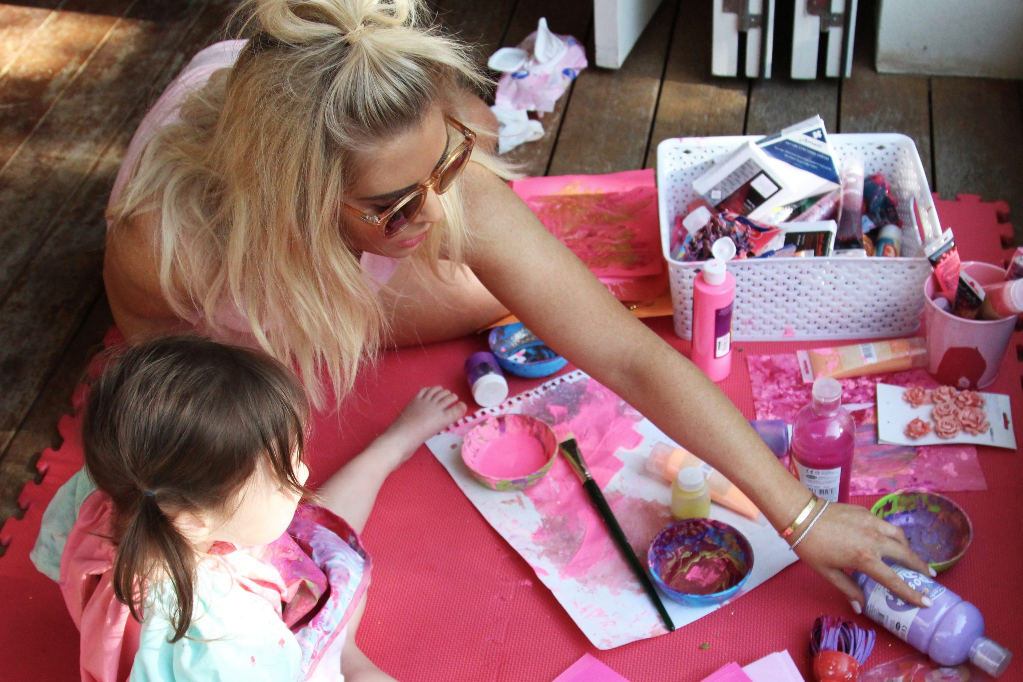 sarah jane young, sheissarahjane, mummy blogger, DIY crafts, art and craft, messy play, kids paints, melbourne mummy blogger, glitter, safe kids paint, Crayola, Officeworks
