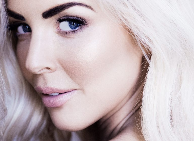 sarah jane young, beauty blogger, melbourne beauty blogger, australian beauty blogger, sheissarahjane, Designer Lift FOundation, Caudalie Beauty Elixir, PONi Cosmetics, beauty review, glowy skin, gorgeous glowy skin, blonde