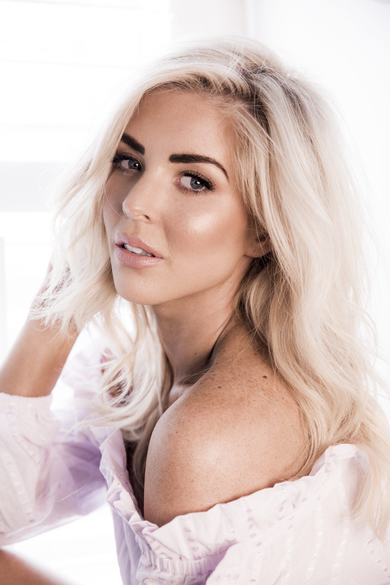 sarah jane young, beauty blogger, melbourne beauty blogger, australian beauty blogger, sheissarahjane, Designer Lift FOundation, Caudalie Beauty Elixir, PONi Cosmetics, beauty review, glowy skin, gorgeous glowy skin, blonde